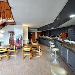 Отель Hostal la Carrasca гостиничный бар