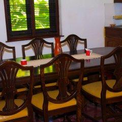 Отель Raajmahal Colonial Villa питание фото 2