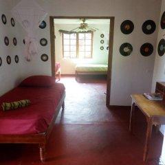Отель La Familia Resort and Restaurant 3* Стандартный семейный номер с двуспальной кроватью (общая ванная комната) фото 6