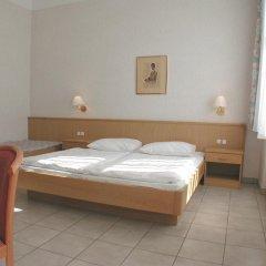 Отель Pension Fünfhaus 2* Стандартный номер с двуспальной кроватью