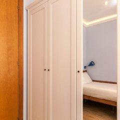 Апартаменты Charming Apartment In Barcelona Center Барселона сейф в номере