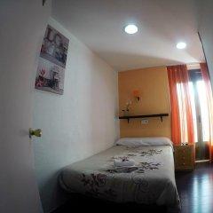 Отель Hostal Rober Стандартный номер с различными типами кроватей фото 6