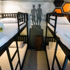 Beehive Phuket Oldtown Hostel Стандартный семейный номер фото 9