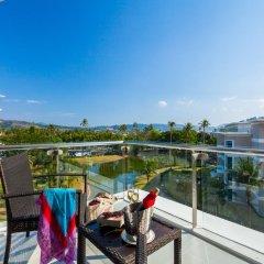 Отель Splash Beach Resort Таиланд, пляж Май Кхао - 10 отзывов об отеле, цены и фото номеров - забронировать отель Splash Beach Resort онлайн балкон