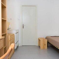Отель Sunny Lisbon - Guesthouse and Residence 3* Стандартный номер с 2 отдельными кроватями (общая ванная комната) фото 12