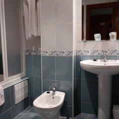 Hotel Reyes de León ванная