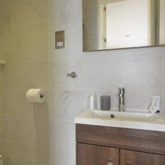 Отель Uber Theatre Land Penthouse ванная