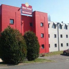 Best Hotel - Montsoult La Croix Verte парковка