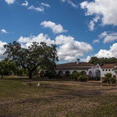 Отель Casa Rural Valdezaque Ла-Гарровилья парковка