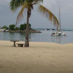 Отель Marchabell by the Sea E22 пляж