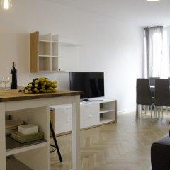 Апартаменты Bizzi Luxheart Of Old Town Apartment Варшава комната для гостей фото 3