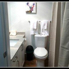 Отель Pelican Suites At Burnaby Канада, Бурнаби - отзывы, цены и фото номеров - забронировать отель Pelican Suites At Burnaby онлайн ванная