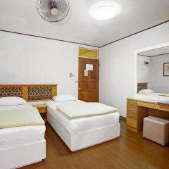 Отель The Aiyapura Bangkok 3* Улучшенный номер с различными типами кроватей фото 15