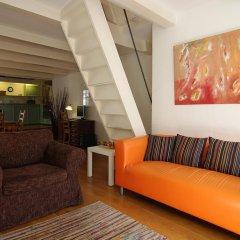 Апартаменты Authentic Jordaan Apartment комната для гостей фото 4