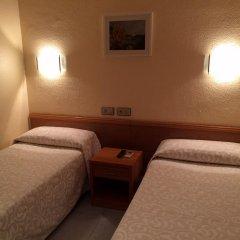 Отель Hostal Iznajar Barcelona Стандартный номер с 2 отдельными кроватями (общая ванная комната) фото 2