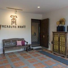 Отель Treasure Hunt комната для гостей