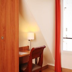 Отель Hôtel Marignan Стандартный номер с различными типами кроватей (общая ванная комната) фото 6