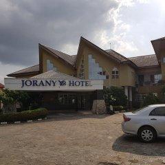 Отель Jorany Hotel Нигерия, Калабар - отзывы, цены и фото номеров - забронировать отель Jorany Hotel онлайн парковка