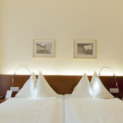Отель Goldener Schlüssel 3* Стандартный номер с двуспальной кроватью фото 14