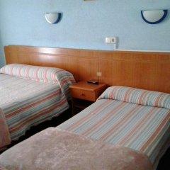 Отель Hostal Alonso Стандартный номер с различными типами кроватей фото 4