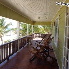 Отель Reef Point Beach House Гондурас, Остров Утила - отзывы, цены и фото номеров - забронировать отель Reef Point Beach House онлайн балкон