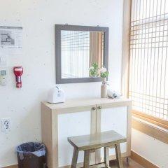 Отель Hi Jun Guesthouse Hongdae 2* Номер Делюкс с различными типами кроватей фото 4