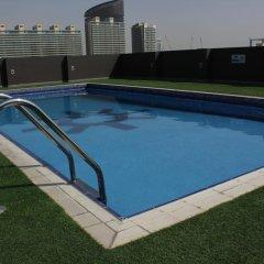 Отель Royal Ascot Hotel Apartment - Kirklees 2 ОАЭ, Дубай - отзывы, цены и фото номеров - забронировать отель Royal Ascot Hotel Apartment - Kirklees 2 онлайн бассейн фото 2