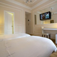 Отель Hostal Adria Santa Ana Мадрид удобства в номере