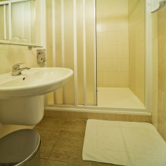 Hotel Krystal 3* Улучшенный номер с двуспальной кроватью фото 11