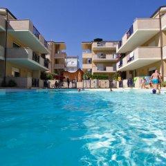 Отель Green Bay Village бассейн