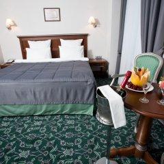 Гостиница Ремезов 4* Улучшенный номер двуспальная кровать