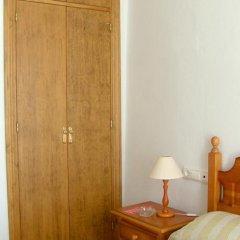 Отель Hostal El Arco удобства в номере