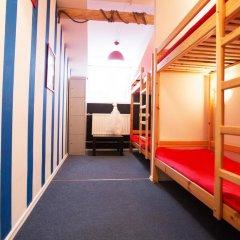 Хостел Фрегат Кровать в мужском общем номере с двухъярусной кроватью