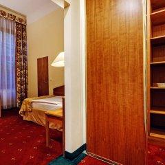 Отель Grandhotel Brno Брно сейф в номере