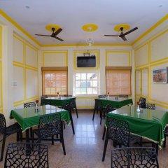 Отель FabHotel Golden Days Club питание