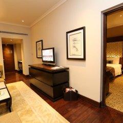 Отель Taj Palace, New Delhi 5* Люкс Taj Club с различными типами кроватей фото 6