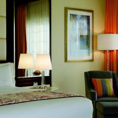 Отель The Ritz-Carlton Abu Dhabi, Grand Canal 5* Стандартный номер с различными типами кроватей фото 9