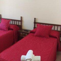 Отель Hostal San Roque Номер Комфорт с различными типами кроватей фото 9