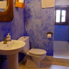 Отель La Antigua Casa de Pedro Chicote Испания, Саэлисес - отзывы, цены и фото номеров - забронировать отель La Antigua Casa de Pedro Chicote онлайн ванная фото 2