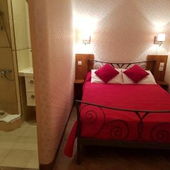 Отель Hôtel Les Chansonniers Стандартный номер с двуспальной кроватью (общая ванная комната) фото 3