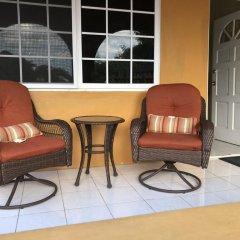 Отель Brytan Villa Ямайка, Треже-Бич - отзывы, цены и фото номеров - забронировать отель Brytan Villa онлайн интерьер отеля