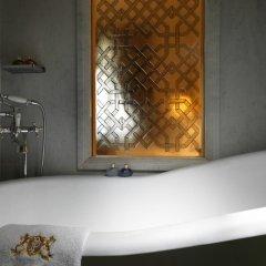 Pera Palace Hotel 5* Угловой номер Greta Garbo с двуспальной кроватью фото 3
