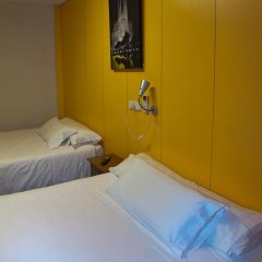 Отель Hostal Paris Стандартный номер с различными типами кроватей фото 9