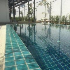 ChillHub Hostel Phuket бассейн