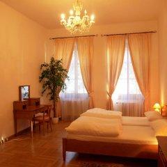 Отель U Cerneho Medveda- At The Black Bear Апартаменты с различными типами кроватей фото 3