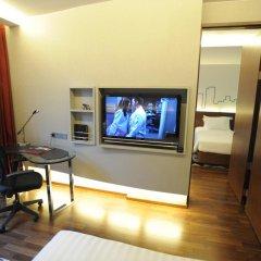 Отель Galleria 10 Sukhumvit Bangkok by Compass Hospitality 4* Стандартный номер с двуспальной кроватью