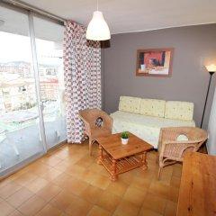 Отель Estudis Àfrica комната для гостей фото 4