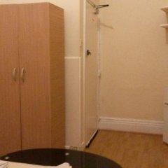 Отель Riz Guest House Номер с общей ванной комнатой