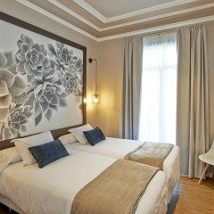 Отель Hostal Central Barcelona Стандартный семейный номер с двуспальной кроватью