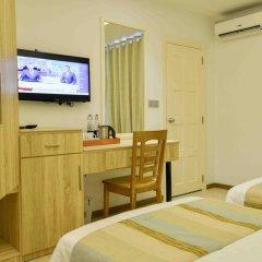 Отель Coconut Tree Hulhuvilla Beach Мале сейф в номере